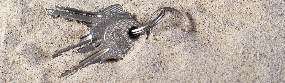 sleutels in het zand